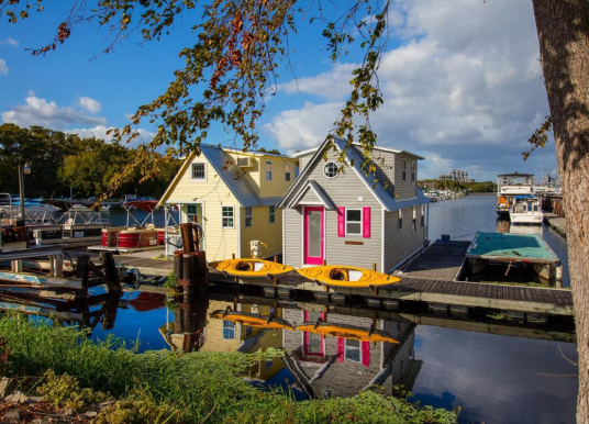New Floating Bungalows: How To Downsize with a Boat/Home on the Water