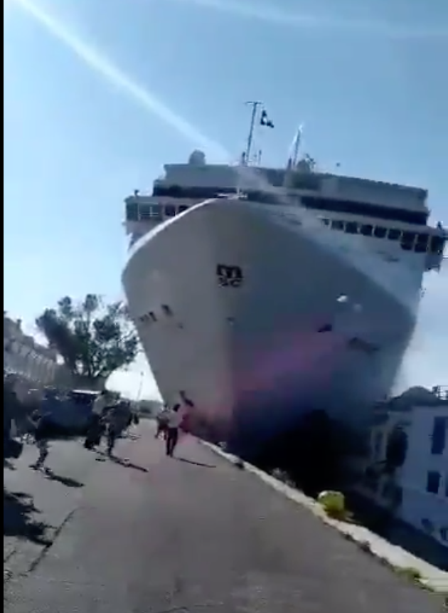 Cruise Ship Engine Room: Cruise Liner Hits Dock And A Tourist Boat In Venice. See Video